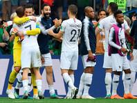 Игроки сборной Франции радуются победе в матче 1/4 финала чемпионата мира по футболу