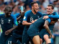 Игроки сборной Франции радуются победе в финальном матче чемпионата мира по футболу между сборными Франции и Хорватии