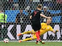 Иван Ракитич (Хорватия), вратарь Каспер Шмейхель (Дания) в матче 1/8 финала чемпионата мира по футболу между сборными Хорватии и Дании
