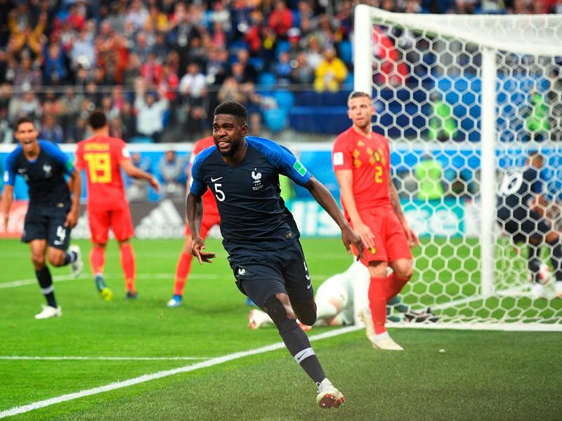 Самюэль Умтити (Франция) радуется забитому голу в полуфинальном матчем чемпионата мира по футболу между сборными Франции и Бельгии