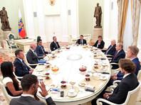 Владимир Путин встретился в Кремле с легендами футбола