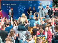 Сфотографироваться с Овечкиным и Кубком Стэнли пришло несколько тысяч болельщиков