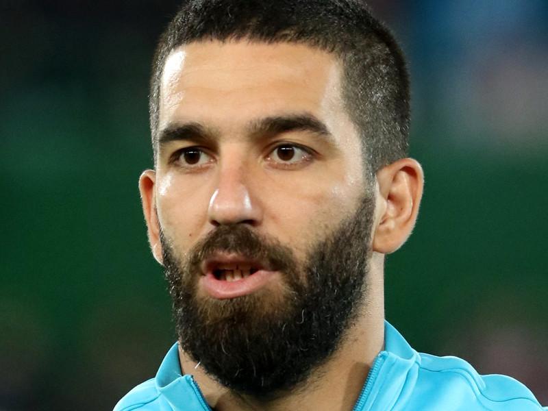 Капитану сборной Турции по футболу светит 12,5 лет тюрьмы за драку в ночном клубе