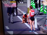 Японская бегунья приползла к финишу марафона со сломанной ногой (ВИДЕО)