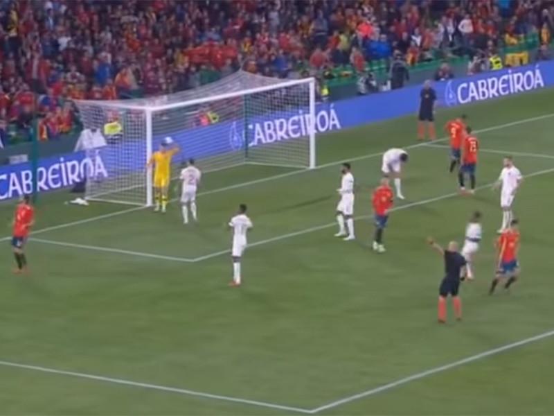 Английские футболисты прервали 15-летнюю беспроигрышную серию испанцев