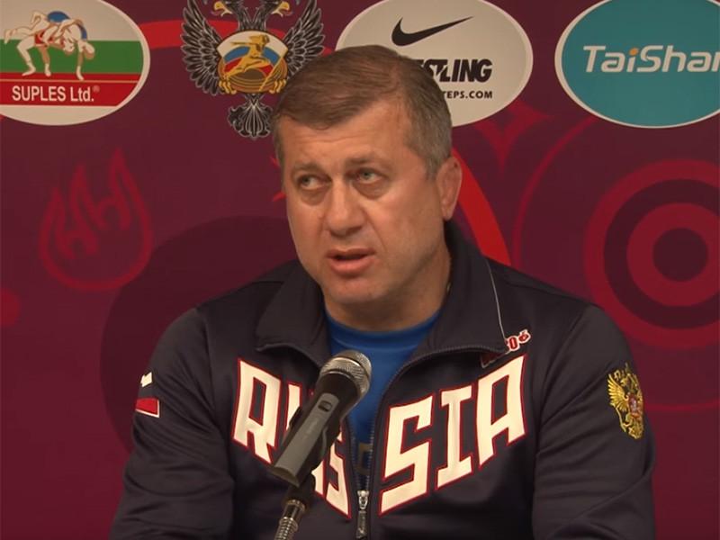 Главный тренер сборной России по вольной борьбе Дзамболат Тедеев получил красную карточку во время одной из схваток на чемпионате мира в Будапеште