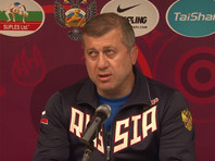 Тренер сборной РФ по вольной борьбе получил красную карточку на чемпионате мира