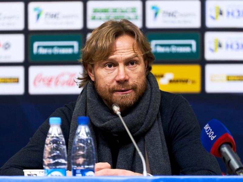 Тренера Валерия Карпина дисквалифицировали на шесть матчей за толчок арбитра