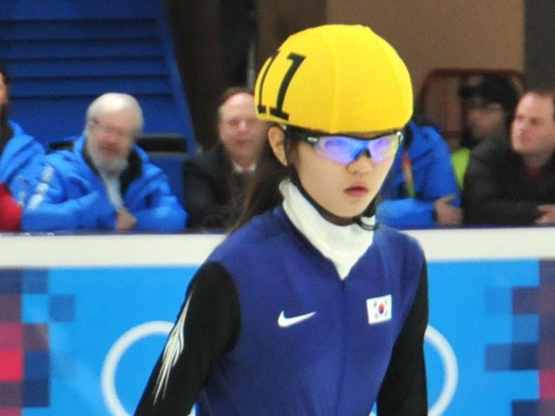 Двукратная олимпийская чемпионка по шорт-треку Сим Сок Хи из Южной Кореи обвинила своего тренера Чо Чже Бома в систематических изнасилованиях