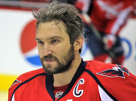 """Капитан клуба """"Вашингтон Кэпиталз"""" Александр Овечкин стал самым результативным россиянином в истории Национальной хоккейной лиги (НХЛ), потеснив на рекордной позиции завершившего карьеру в 2009 году Сергея Федорова"""