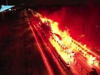 """Фанаты """"Зенита"""" устроили огненный коридор для клубного автобуса (ВИДЕО)"""