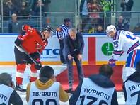 Жозе Моуринью не справился с символическим вбрасыванием на матче КХЛ (ВИДЕО)