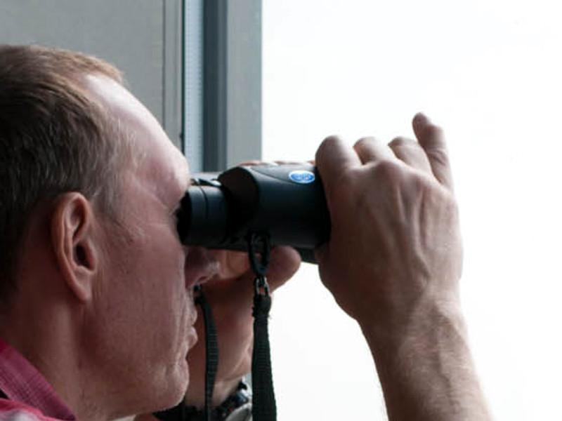 """Во время утренней тренировки """"Дерби Каунти"""" сотрудники полиции заметили человека с биноклем"""
