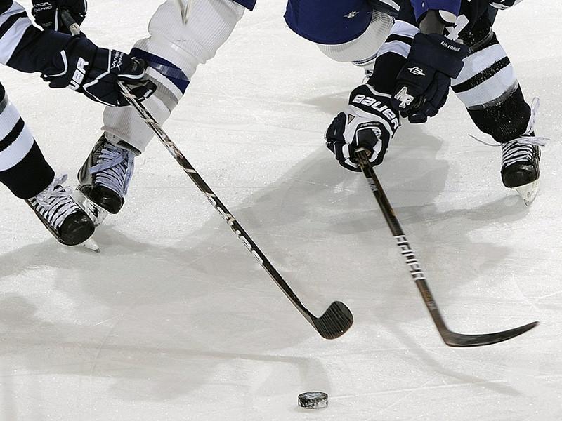 Санкт-петербургский СКА одержал победу над московским ЦСКА в третьем матче полуфинальной серии плей-офф Континентальной хоккейной лиги (КХЛ) и сократил до минимума свое отставание в серии до четырех побед