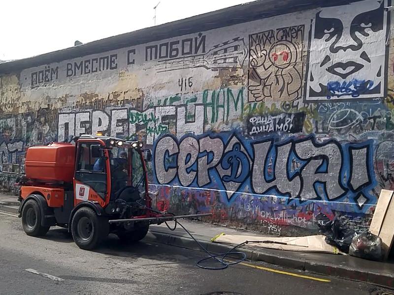 """Надпись на стене повторила строчку из песни группы """"Кино"""": """"Перемен требуют наши сердца"""""""