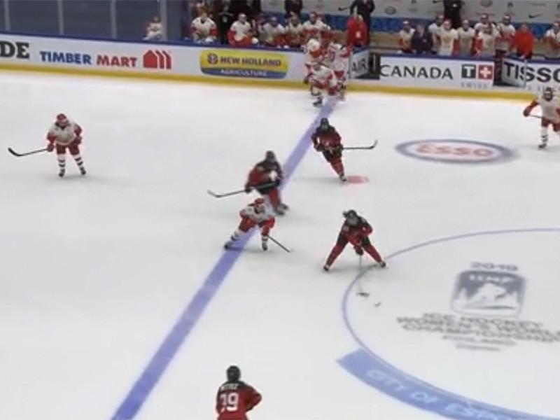Сборная России уступила команде Канады в матче третьего тура группового этапа чемпионата мира по хоккею среди женских команд, который проходит в финском городе Эспоо