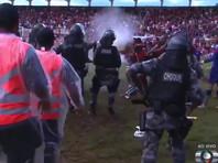 В Бразилии футболистов усмиряли после матча слезоточивым газом (ВИДЕО)