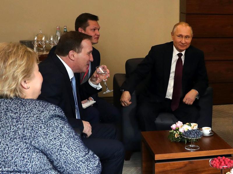 Президент РФ Владимир Путин предложил премьер-министру Швеции Стефану Левену подумать над вхождением шведских клубов в состав Континентальной хоккейной лиги