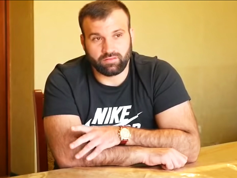 Российский боец смешанного стиля (ММА) Азамат Мурзаканов дисквалифицирован Американским антидопинговым агентством (USADA) на два года за нарушение антидопинговых правил. Об этом сообщает официальный сайт организации