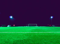 """Матч региональной лиги чемпионата Англии по футболу между """"Челтнем Сарасенз"""" и """"Кидлингтон Девелопмент"""" на 73-й минуте был остановлен из-за того, что один из игроков, расстроенный после удаления, выключил свет на стадионе"""