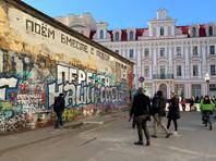 """Пресс-служба """"Динамо"""" поддержала действия фанатов, предложив им сфотографироваться на фоне стены с клубной атрибутикой"""