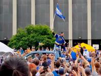 """Чемпионский парад клуба НХЛ """"Сент-Луис Блюз"""" посетили более 500 тысяч человек, что превышает население города"""