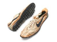 На Sotheby's за рекордную сумму продали редкие кроссовки Nike, сделанные вручную с помощью вафельницы (ФОТО, ВИДЕО)