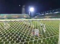 """Зрители увидели """"паранормальное явление"""" во время футбольного матча в Бразилии"""