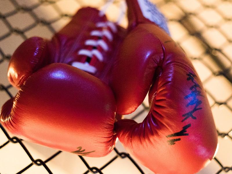 Дебют боксера Гассиева в супертяжелом весе откладывается из-за травмы россиянина