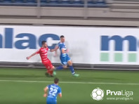 В Сербии футболисту пришлось убегать от разгневанных соперников после забитого мяча