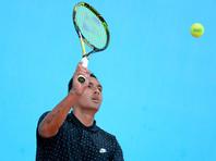 Теннисист на турнире АТР перед решающим ударом посоветовался с болельщицей, а после победы побежал к ней обниматься (ВИДЕО)