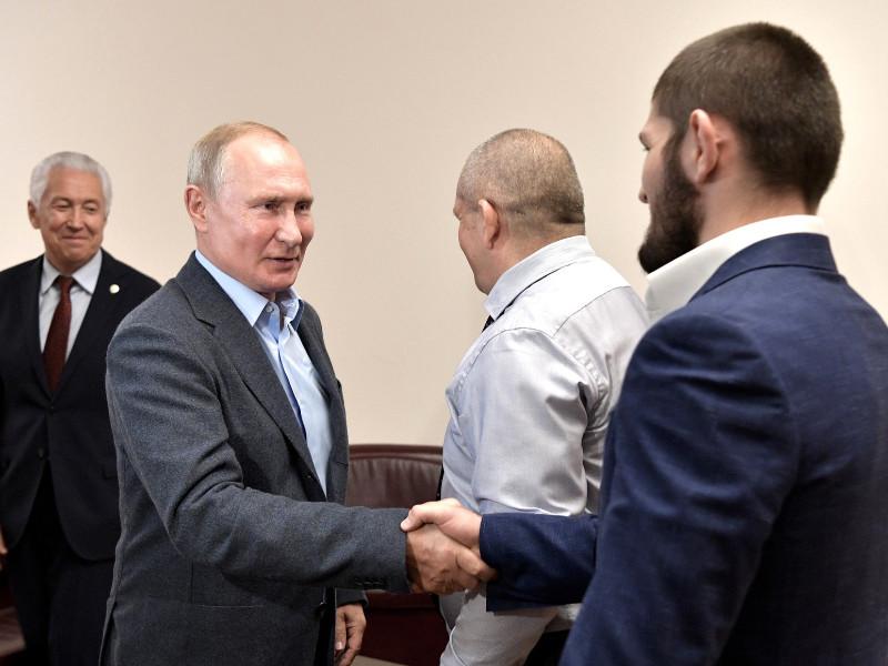Путин лично поздравил Хабиба с победой, обсудив с ним нюансы удушения