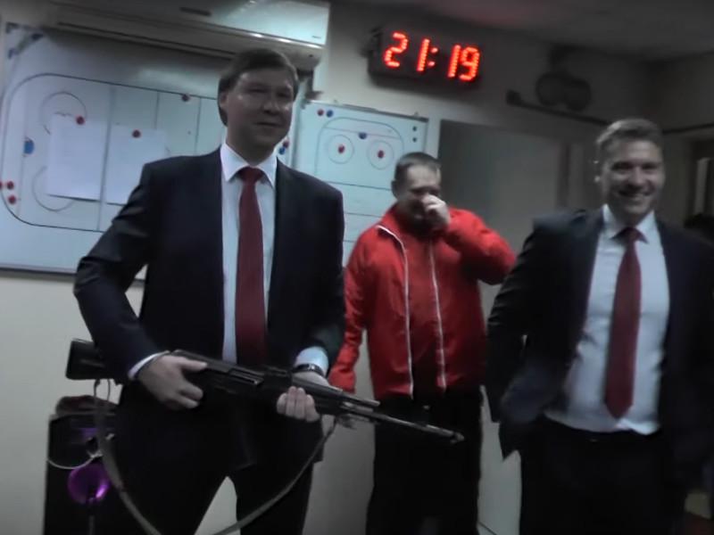 """Руководство клуба Высшей хоккейной лиги """"Ижсталь"""" из города Ижевск, где располагается знаменитый на весь мир концерн """"Калашников"""", решило ввести необычную традицию"""