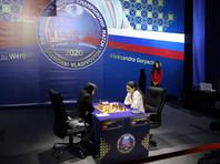Общий счет в матче стал 4,5-3,5 в пользу Горячкиной. В четвертой победа досталась китайской шахматистке, но уже в пятой россиянка отыгралась, остальные завершились миром. Следующая партия состоится во Владивостоке 19 января