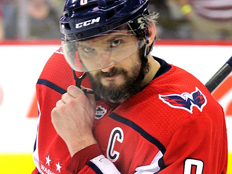 """Капитан """"Вашингтон Кэпиталз"""" Александр Овечкин вышел на девятое место в списке лучших снайперов в истории Национальной хоккейной лиги (НХЛ), обойдя по голам канадца Стива Айзермана из """"Детройт Ред Уингз"""""""