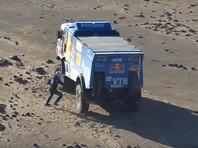 Проблемы с мотором начались еще на пятом этапе, тогда на ремонт у экипажа ушло более 10 часов. Николаев смог добраться до финиша пятого этапа только под утро и сразу же отправился на старт следующего спецучастка