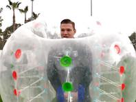 """Футболисты """"Рубина"""" провели тренировку в огромных надувных шарах (ВИДЕО)"""