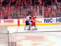 "В НХЛ произошла драка вратарей, ""Калгари"" и ""Эдмонтон"" не доиграли период (ВИДЕО)"