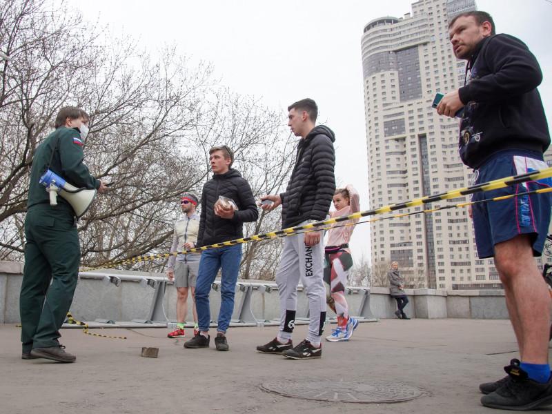 Москвичам запретили пробежки и занятия на спортивных площадках