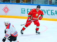 Президент Белоруссии Александр Лукашенко в субботу принял участие в хоккейном матче в рамках республиканских соревнований среди любителей на призы Президентского спортивного клуба