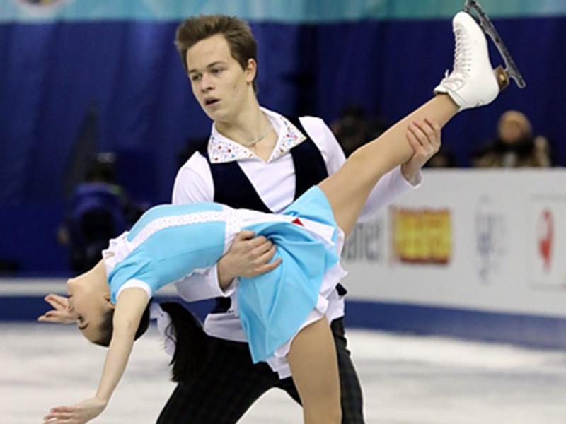 Первое место по сумме короткой и произвольной программ досталось Аполлинарии Панфиловой и Дмитрию Рылову - 195,96 баллов