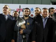 Хабиб Нурмагомедов и его отец, тренер Абдулманап Нурмагомедов, октябрь 2018 года