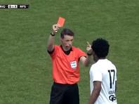 Латвийский арбитр повторил неприличный жест футболиста, объясняя причину его удаления