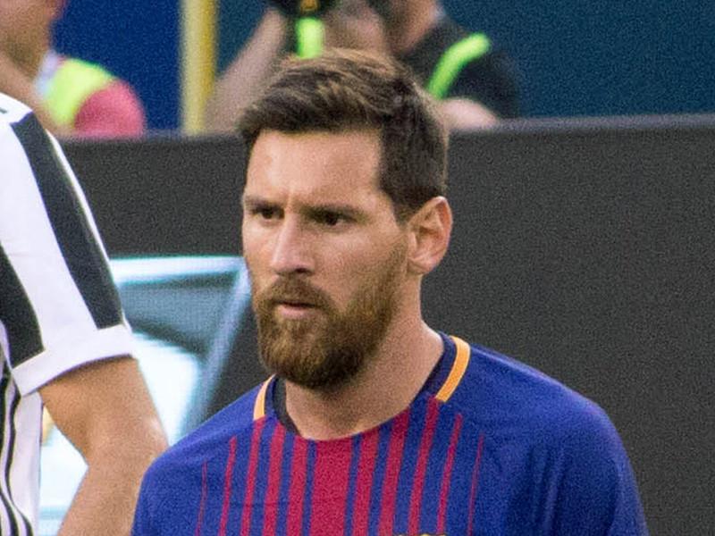 """Нападающий испанской """"Барселоны"""" Лионель Месси твердо решил покинуть команду после разговора с новым главным тренером Рональдом Куманом. 33-летний аргентинский форвард уведомил руководство клуба о своем желании уйти по факсу"""