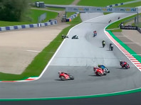Жуткая авария на MotoGP: Валентино Росси едва увернулся от летящего в него мотоцикла