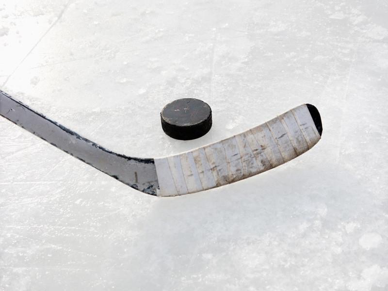 """20-летний российский нападающий """"Каролины"""" Андрей Свечников оформил свой первый хет-трик в Национальной хоккейной лиге (НХЛ) в матче предварительного раунда плей-офф против """"Нью-Йорк Рейнджерс"""" (4:1). Встреча прошла в Торонто без зрителей"""