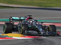 """Британский пилот """"Мерседеса"""" Льюис Хэмилтон показал лучшее время в квалификации восьмого этапа чемпионата мира по автогонкам в классе машин """"Формула-1"""" - Гран-при Италии, проехав лучший круг за 1 минуту 18,887 секунды, данный результат стал рекордом трассы в Монце"""