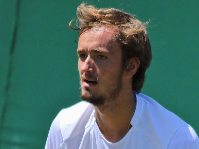 Теннисист Даниил Медведев не смог снять проклятие Roland Garros