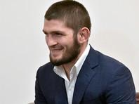 Нурмагомедов в третий раз защитил титул чемпиона UFC и объявил о завершении карьеры