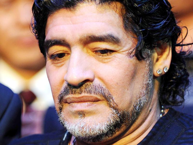 Врача Диего Марадоны обвинили в непредумышленном убийстве легенды футбола